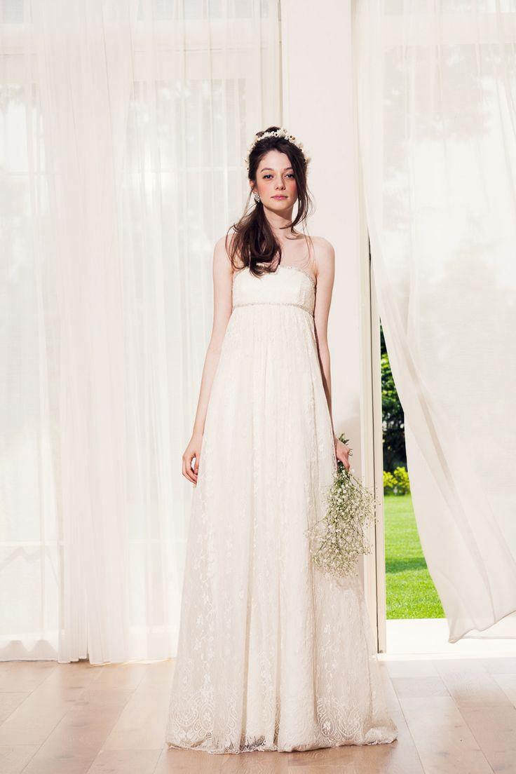 フレンチレースのエンパイア Dress Brand : Cottie Lou ナチュラルなウェディングドレス