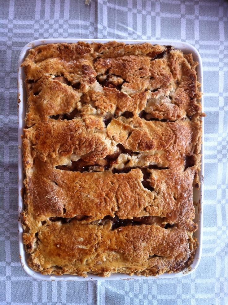 Apple cinnamon flaky pie.  Baked by me ;) June 2011  Photo ©Blanca Oliver