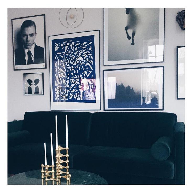 Klassisch und stilbewusst passt der Harper bei @idestrup rein  #sofacompany_de #danishdesign #furniture #scandinaviandesign #interiordesign #dekoration #furnituredesign #nordicinspiration #Sofa #retro #darkgreen #velours #Samt