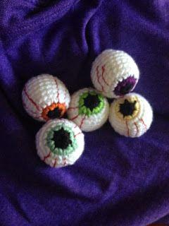 Yarni Gras!: Crochet eyeball pattern...freebie!