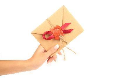 Cómo redactar una invitación formal para una fiesta | eHow en Español