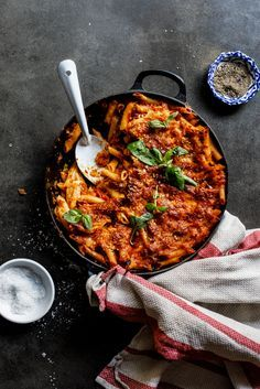 Easy cheese and tomato pasta bake - Simply Delicious. Vegetarian | Dinner | Easy recipe | Recipe | Lunch | Comfort food | Make ahead recipe | Freezer meals |