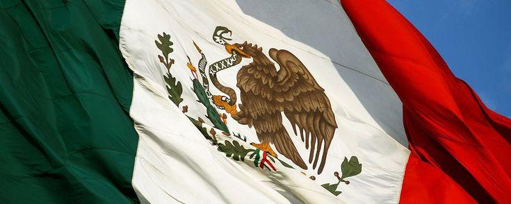 Historia de la Bandera de México . La historia de la bandera de México es una de las más interesantes, te presentamos su desarrollo desde la época del cura Hidalgo hasta el Imperio de Iturbide.