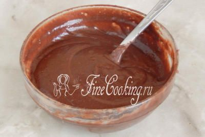 Шаг 7. Все тщательно перемешиваем  - должно получиться шоколадное тесто (внешне как растопленный шоколад)