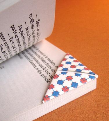 Coins de page origami (création Mesdemoiselles-Moustache). Cool idea!!