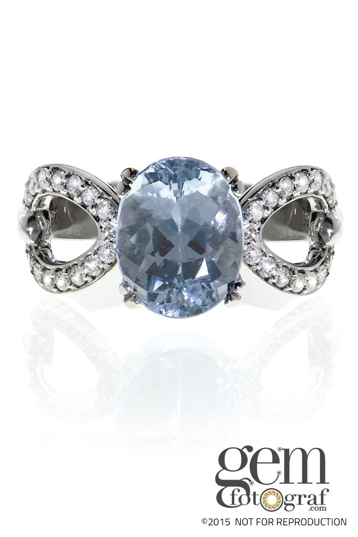 Blue topaz is mined in Ural and Ilmen mountains of Russia, Afghanistan, Sri Lanka, Czech Republic, Germany, Norway, Pakistan, Italy, Sweden, Japan, Brazil, Mexico; Flinders Island, Australia; Nigeria and the United States.