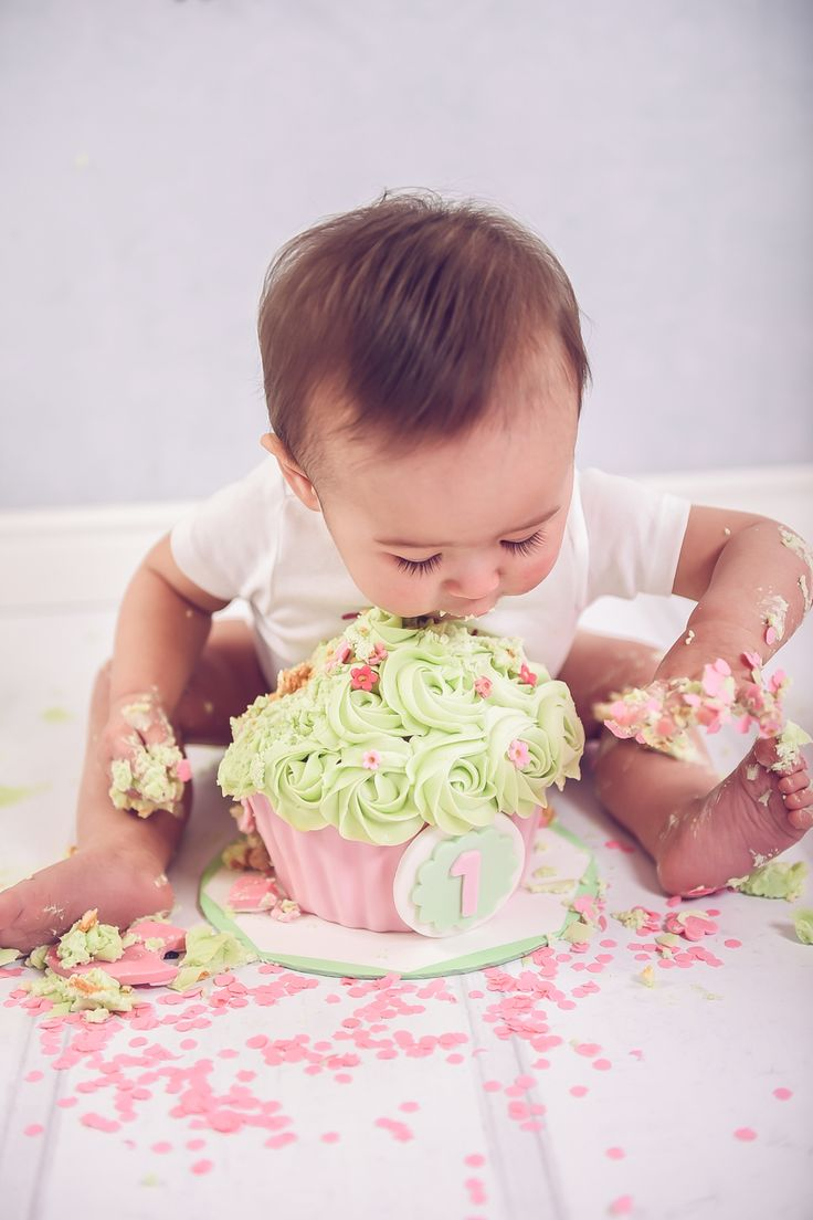 Cake smash shoot roze Lieve Jade kwam naar de studio voor haar roze cake smash shoot. Haar moeder had gevraagd of de setting in het…