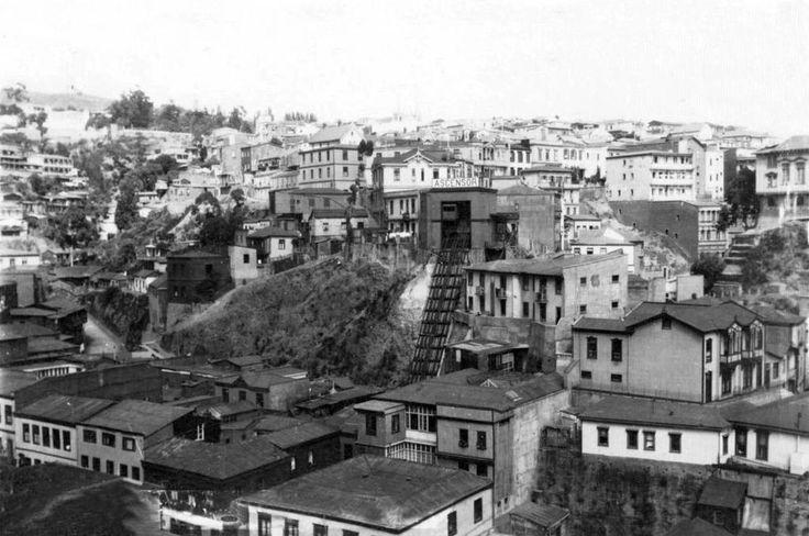 Ascensor del Cerro Concepción de Valparaiso en 1928.