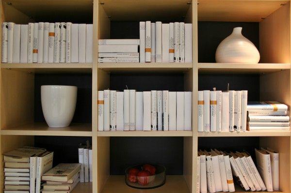 한샘몰 블로그 - 집안 빼곡히 쌓여 있는 책! 오늘부터 독서왕 만들기  여러분은 독서왕 이라고 하면 어떤 이미지들이 떠오르시나요? 저는 책이 가득 꽂혀 있는 책장들이 떠올라요. 특히 싸이의 젠틀맨 뮤직비디오에서 등장하는 서울 도서관의 장면이 바로 독서왕의 서재, 공간으로 떠오르곤해요.  책으로 가득 쌓인 나만의 공간, 여러분은 방에 얼마만큼의 책이 꽂�