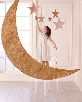 """See the """"Over the Moon"""" in our 14 DIY Photo Booth Backdrops for Frame-Worthy Wedding-Day Fun gallery"""