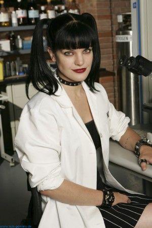 独特の雰囲気を醸し出す「CSI:科学捜査班」の時のポーリー・ペレット。♡こんな素敵な分析官って他にいない♡