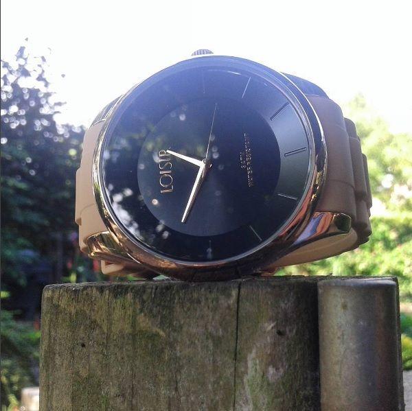 """Het """"Minimalisme"""" horloge is een écht statement horloge, met een diameter van maar liefst 47 mm! Ken jij iemand die helemaal weg is van grote horloges😍? Link in bio voor meer info  . . ."""