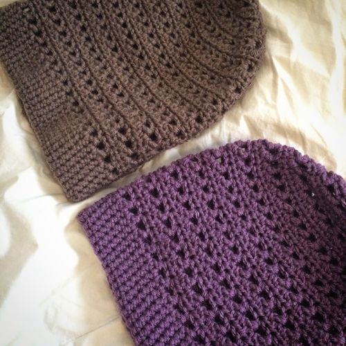 Crochet Striped Slouchy BeanieThis crochet pattern / tutorial is available for free... Full post:Crochet Striped Slouchy Beanie
