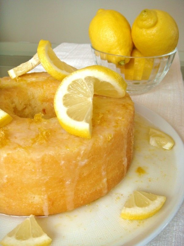 bolo de limão siciliano e iogurte.                                                                                                                                                     Mais
