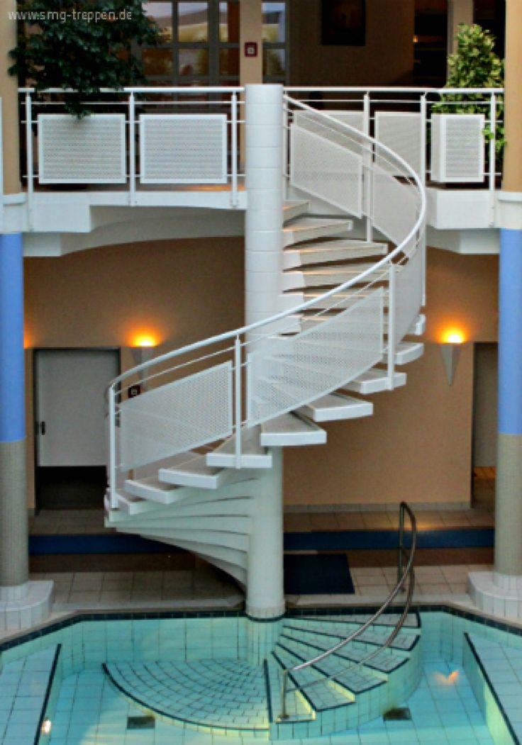 Morgens den Tag immer mit einer A....bombe geginnen zu können, wäre super. #Treppen #Stairs #Escaleras #Pool Photo #smgtreppen mehr unter www.smg-treppen.de/blog