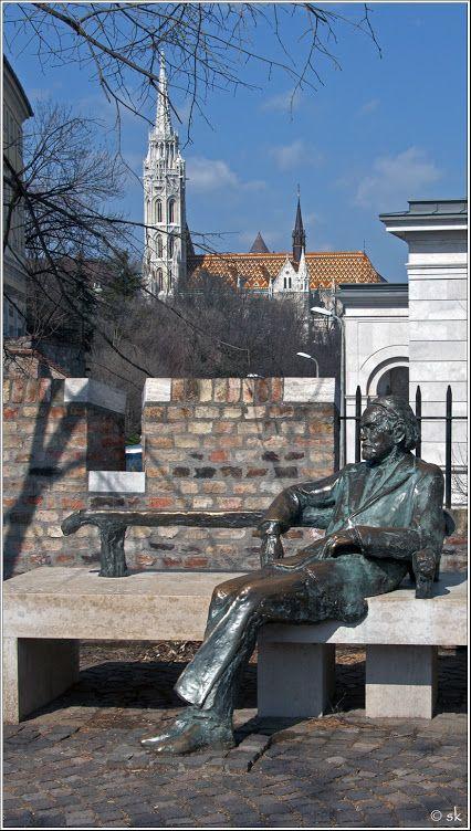 Budapest, Budai vár, Kodály Zoltán szobra a Püspökkertben.  Varga Imre alkotása (1982)