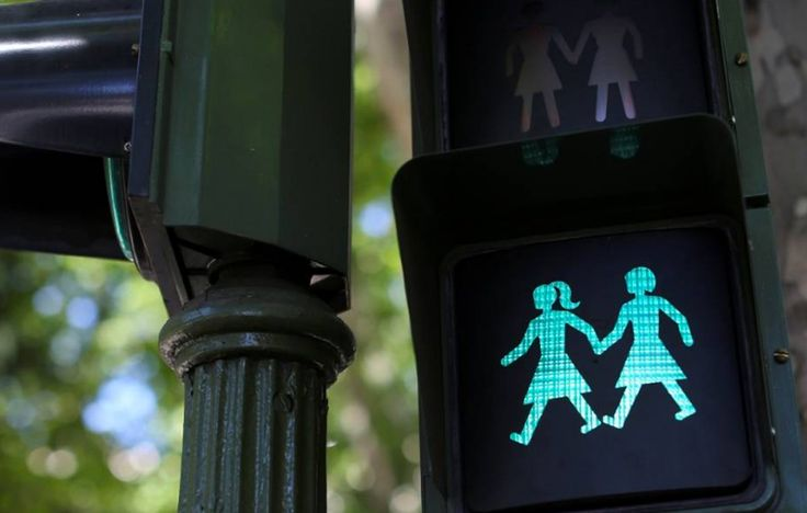 Madri instala semáforos exclusivos para a Parada LGBT! - SapatomicaMadri instala semáforos exclusivos para a Parada LGBT! - Sapatomica