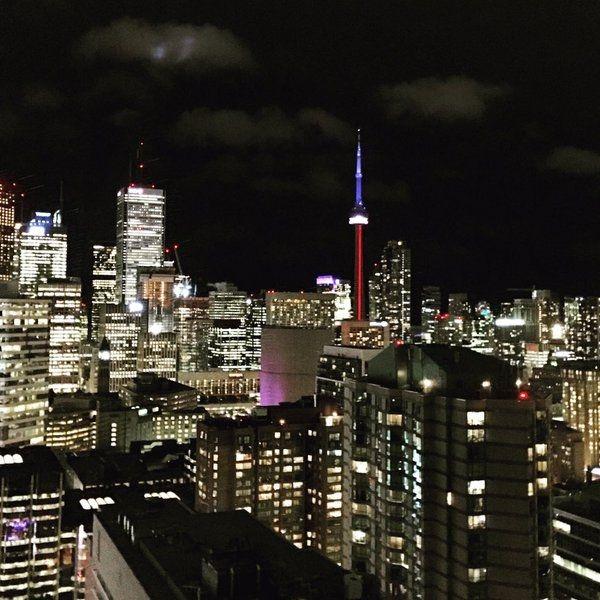 La Tour CN à Toronto - Hommage attentat 13 novembre 2015 Paris 2