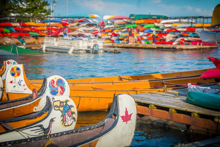 Canoes at Toronto's Harbourfront http://www.veeseire.ee/search?q=pildialbum
