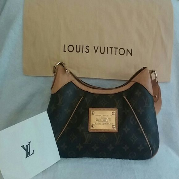Authentic Louis Vuiiton handbag LV Thames PM Monogram Print Serial number MI3089 EUC, some water spots on handle as shown in pic 2. Used less than 10 times. Offers welcome but please dont low ball. Louis Vuitton Bags Shoulder Bags
