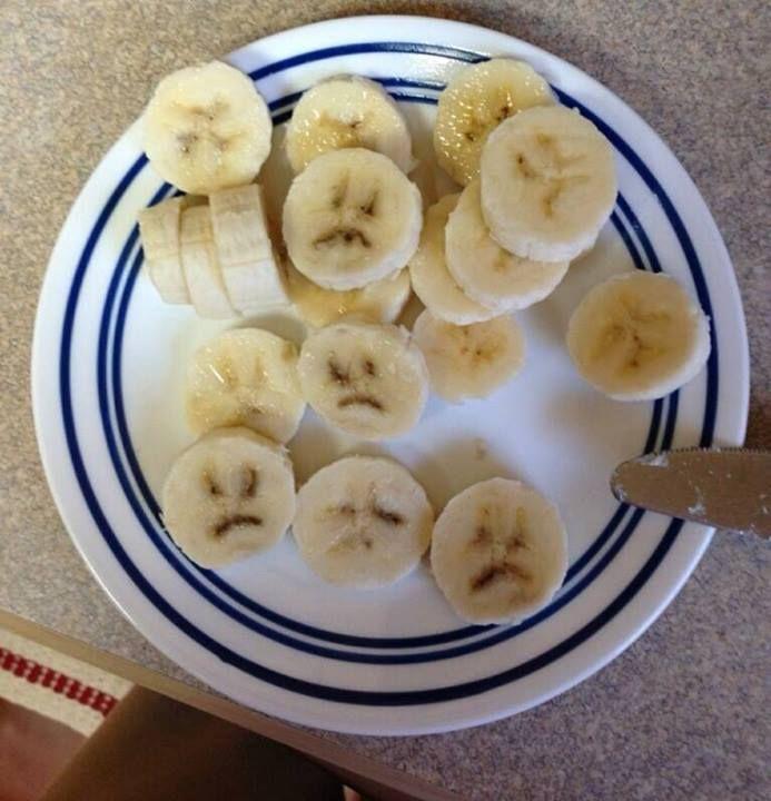 O banană supărată pentru că a fost tăiată