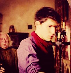 """""""I swear Colin Morgan must be the most pretty and elegant fainter I have ever seen."""" (gif)"""