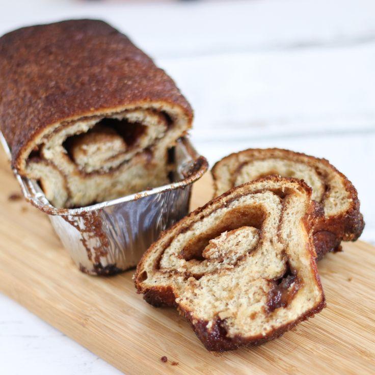 Vorig jaar deelde ik het recept voor Zeeuwse bolussen met jullie. Hier kun je natuurlijk ook een broodje van te maken. Gisteren probeerde ik het uit en het was heerlijk! Een beetje een kruising tussen suikerbrood en een bolus. Voor 1 broodje: Deeg 250 gr goede tarwebloem (bijv. van de molen) 25 gr zachte roomboter …