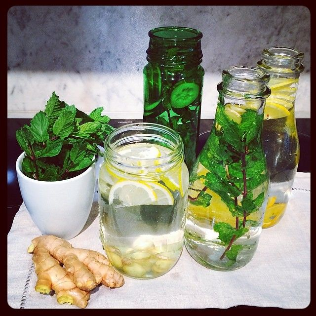 Drinking water can be fun —> infuse it with whatever you have in your fridge. Here is my creation: Water with * lemon & ginger  *mint & cucumber  * lemon & orange * mint & ginger  Let it seat for a while or place it in a fridge over night  #water #beauty #hydration