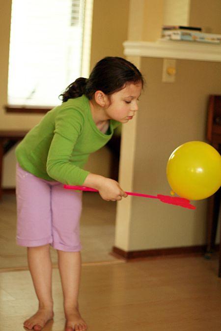 Ik zie een leuke vorm van estafette voor me  For our next rainy day. Balloon swatting - a fun way to spend an hour.