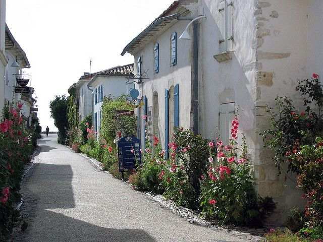 Talmont-sur-Gironde, Poitou-Charentes, France  http://www.holidays-france-atlantic.com