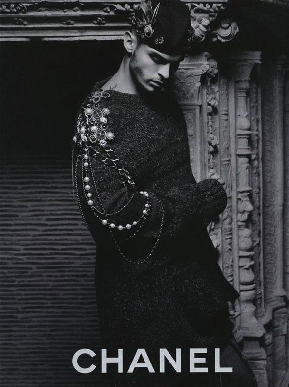 Sans surprise la prochaine campagne Chanel homme aura une fois de plus pour vedette le top modèle et chanteur à ses heures