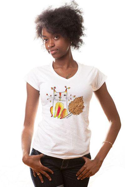 Hoy es Viernes de buenas nuevas mi gente! El GatOtoño volvió en forma de camiseta! Y Mister Dress Up la tiene a la venta online!!! #Catalepsiafeliz #catalepsiailustra #misterdressup #tshirt #calico #illustration #design Adquiere la tuya en: http://www.misterdressup.com/products/andrea-catalina