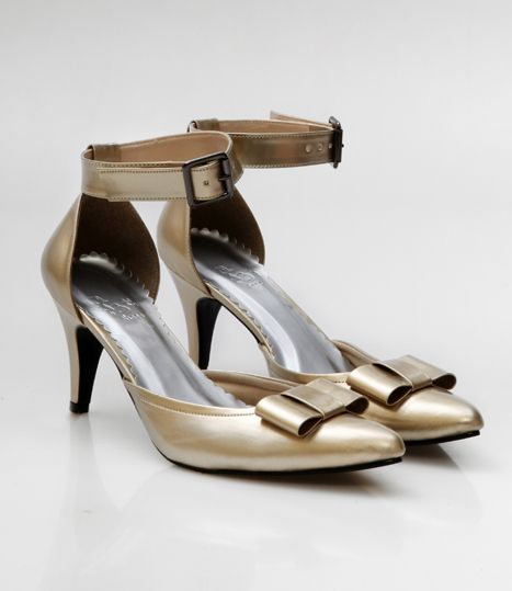 Pointy Heels by 13THSHOES.  http://zocko.it/LDcAT