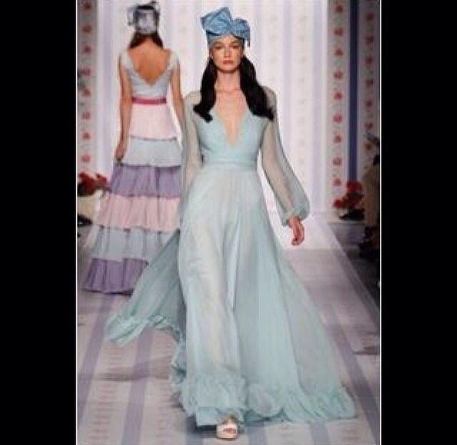Воздушное нежно-голубое платье Luisa Beccaria. Станет шикарным платьем доя торжества, стоит обыграть аксессуарами или просто элегантным летним сарафаном. #платья