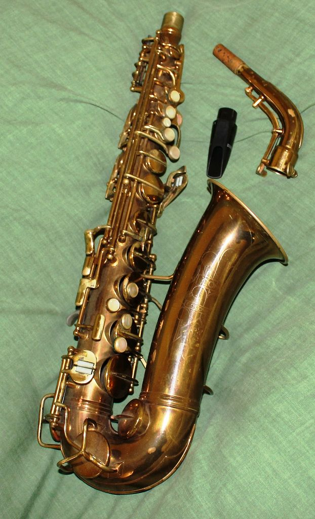 https://flic.kr/p/cbKsqA | 1937 Conn Alto Saxophone | Hell to play, because of heavy keys, but sings like a angel. As played by Charley Parker