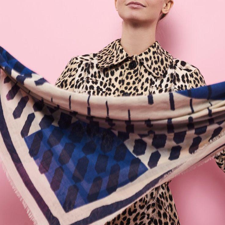 Vierkante sjaals zijn hot!! Wollen vierkante sjaal van het deense merk BeckSondergaard. Heb je blauwe ogen? Deze sjaal zal jouw ogen accentueren. Shop at: https://www.mbstylingshawls.nl/shop/shawls/shawl-becksondergaard-wol-dullin-monaco-blue/?utm_content=buffer7199b&utm_medium=social&utm_source=pinterest.com&utm_campaign=buffer Prijs: 85 euro.  #becksondergaardsjaal #mbstylingshawls #mbstyling #vierkantesjaal #wollensjaal #cosysjaal #sjaal #shawl