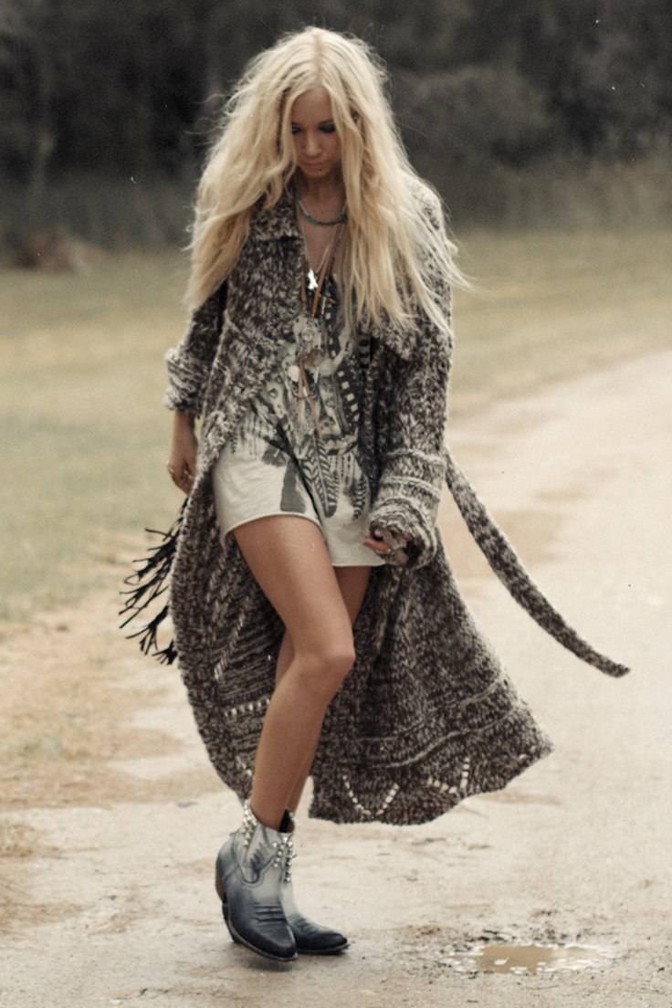 love this, the length of it, and bagginess, I'm addicted to long sweaters for fall, winter and spring.........