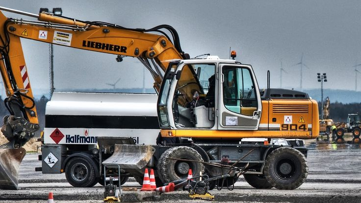 Liebherr - An A 904 during a job at the Airport Paderborn-Lippstadt, Germany