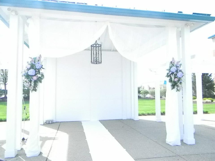 A Simple And Beautiful Way To Decorate Outdoor Ceremonies
