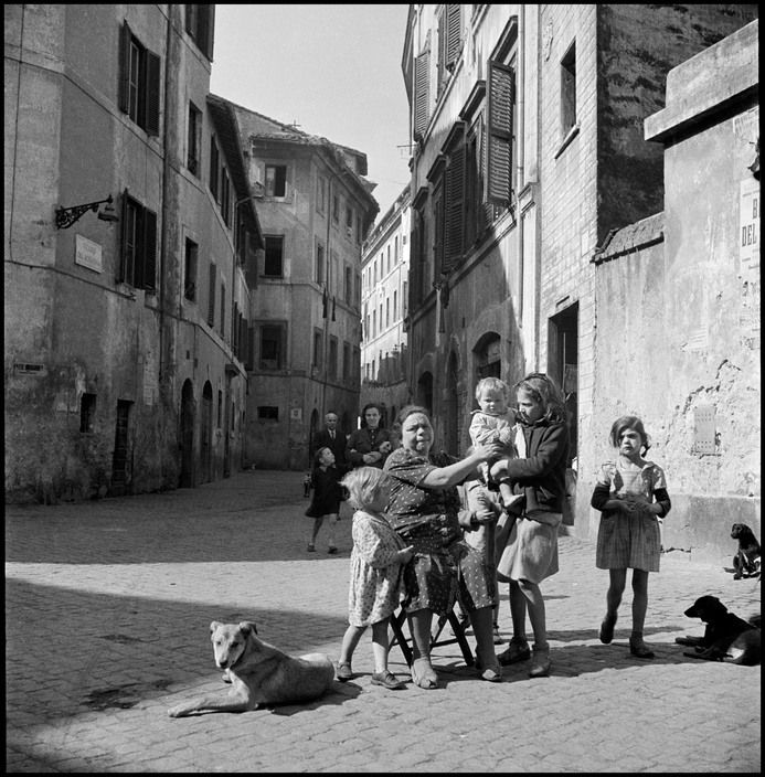 David Seymour ITALY. Naples. 1948. Family.