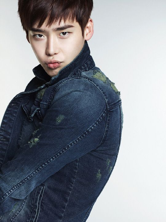 Lee Jong Suk Kang Min Kyung G by Guess 3