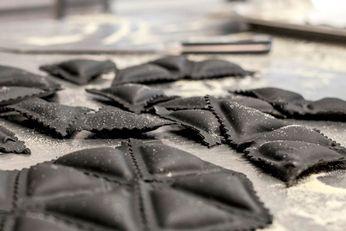 Frische Ravioli mit Krustentier-Füllung, eine Kreation unseres Küchenchefs Manuel Auer.