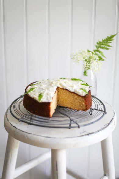elderflower syrup lemon cake//