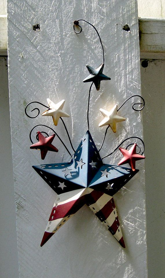 This is really cute for 4th of July decor, but I would make it with old barn wood and some rusty stars