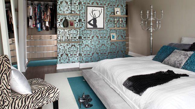 Inspiration déco: Bleu et turquoise | CHEZ SOI  © TVA Publications | Photo: Yves Lefebvre #deco #bleu #turquoise #chambre #motif #tapisserie #coussin