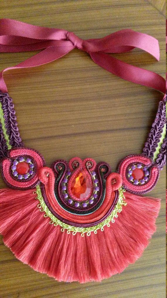 Collares Etnicos de Varios Colores con Flecos