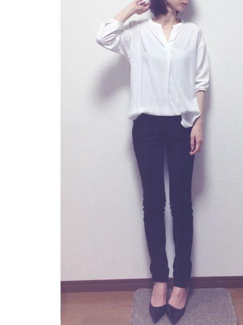 上下UNIQLOー♡ このスキッパーシャツ、鎖骨を綺麗に見せてくれる気がします(*´꒳`*) シンプ