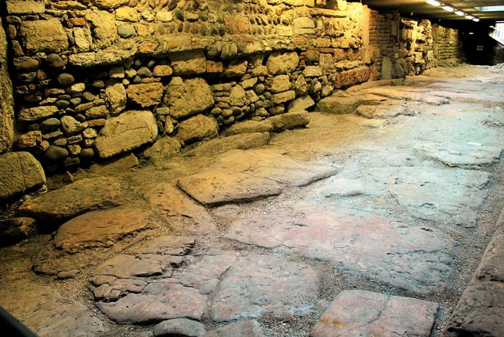 Underground Romans' Verona and the gladiators' bread (private tour) - Tryverona