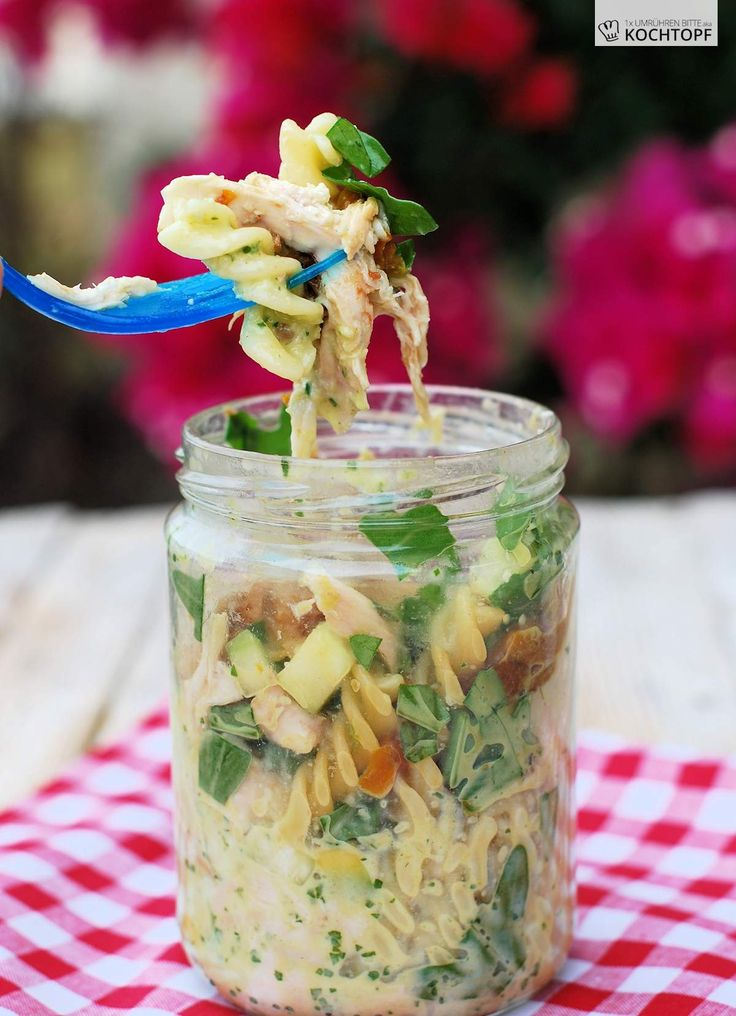 die besten 25 salat im glas ideen auf pinterest salat rezepte im glas salat to go und salat. Black Bedroom Furniture Sets. Home Design Ideas