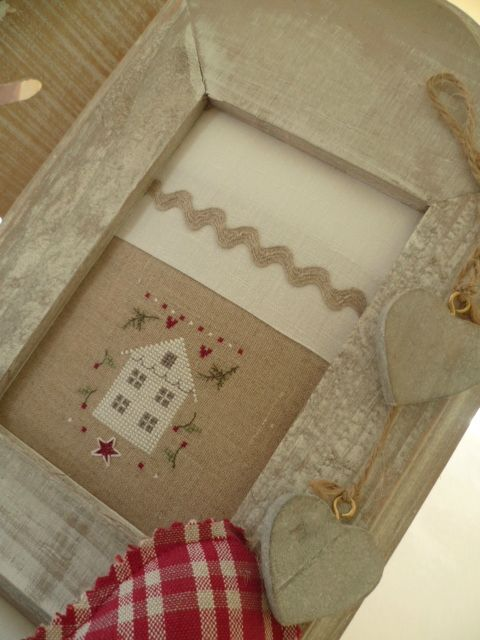 beautiful framed house #crossstitch #pontocruz #pointdecroix